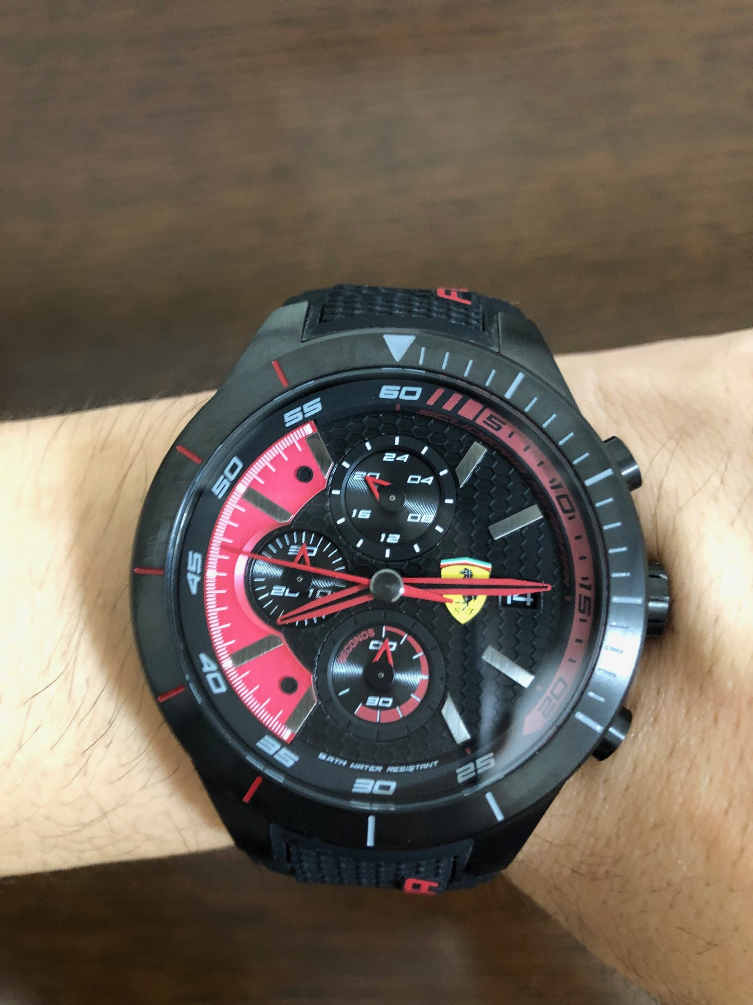 フェラーリの腕時計、スクーデリア・フェラーリ(SCUDERIA FERRARI) ~洗練されたかっこいいデザイン&リーズナブルな価格、仕事、プライベート、旅のオシャレに最適~