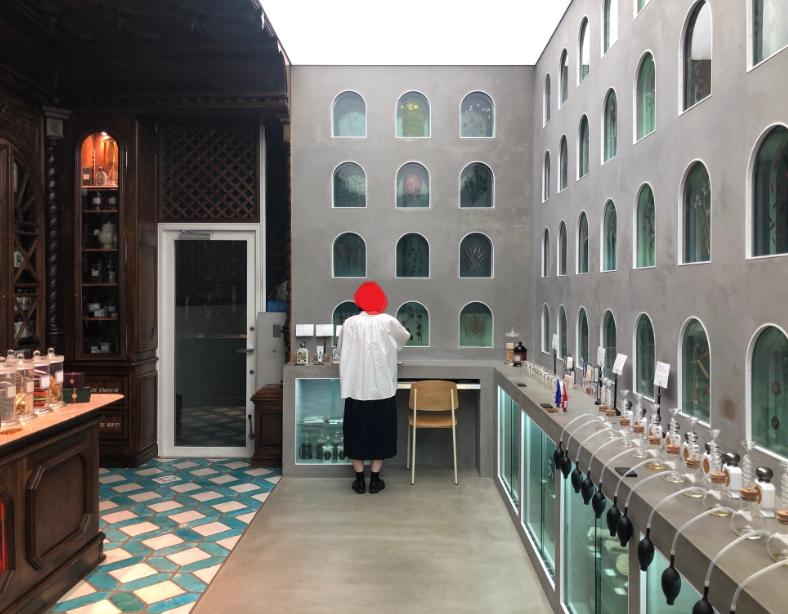 全国オフィシーヌ・ユニヴェルセル・ビュリー(OFFICINE UNIVERSELLE BULY)の店舗をめぐる旅行記 代官山本店、低刺激な温泉水を使ったマウスウォッシュ