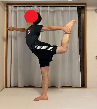 ヨガの弓のポーズ、バレエのアラベスクに役立つ肩甲骨、胸裏、腰、足のつけ根、大腿四頭筋のストレッチ SIXPADストレッチリングを活用すればさらに可動域もUP